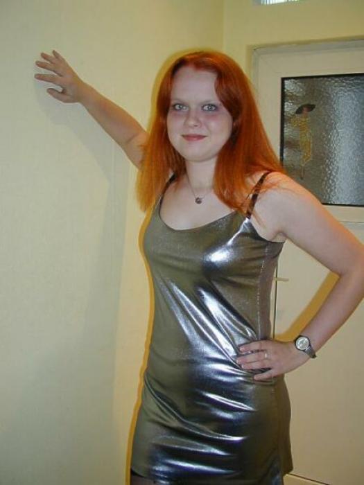 Femme ronde rouquine très salope