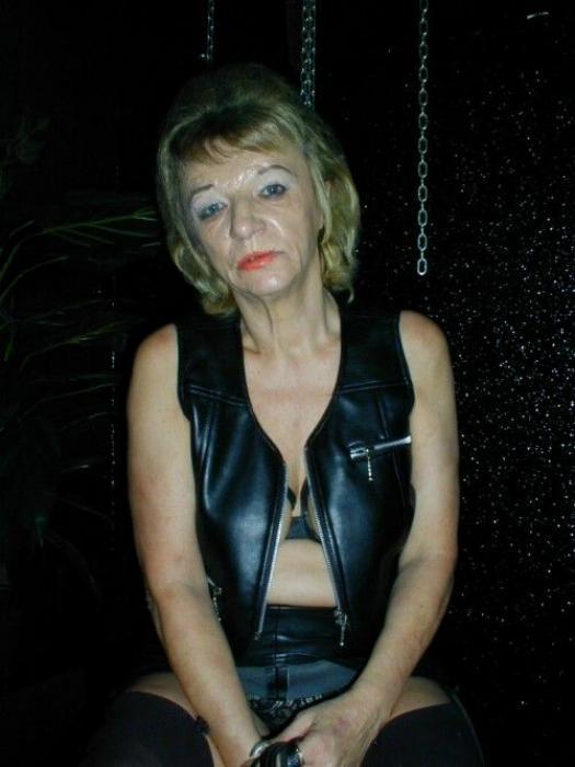Rencontre cochonne avec une vieille salope à gros seins